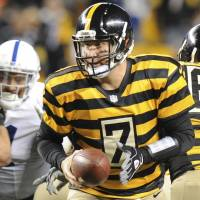 Roethlisberger gives master class as Steelers pound Colts