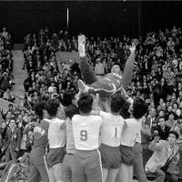 Iconic moment: Japan volleyball players celebrate their victory over the Soviet Union in the gold-medal game by giving coach Hirobumi Daimatsu the traditional doage at Komazawa Gymnasium on Oct. 23, 1964. | KYODO