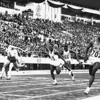 Remarkable speed: American Bob Hayes (right), a future NFL star, finished first in the 100-meter final at the 1964 Tokyo Olympics in 10.0 seconds, tying a world record.  | KYODO