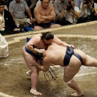 Hakuho equals Chiyonofuji on all-time greatest list, but leaves the limelight for Ichinojo to enjoy