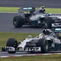 Hamilton beats Rosberg to win Japanese GP