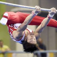 Uchimura takes silver in horizontal bar