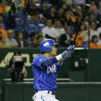 The decisive blow: Yoshitomo Tsutsugo hits a go-ahead, three-run homer in the sixth inning against the Giants on Friday at Tokyo Dome. Yokohama defeated Yomiuri 6-3. | KYODO