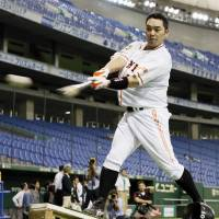Warming up: Yomiuri Giants catcher Shinnosuke Abe, seen practicing at Tokyo Dome on Tuesday, and his teammates face the Hanshin Tigers on Wednesday in Game 1 of the Central League Climax Series Final Stage at the same venue. | KYODO