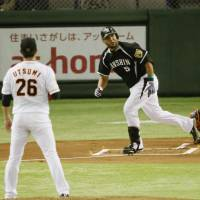 No mercy: Hanshin's Mauro Gomez watches his two-run home run off Yomiuri starting pitcher Tetsuya Utsumi in the first inning of the Tigers' 4-1 win on Wednesday in Game 1 of the Central League Climax Series Final Stage. | KYODO