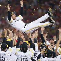 Special send-off: Outgoing Hawks manager Koji Akiyama is given the traditional doage (victory toss) after Fukuoka Softbank defeated the Hanshin Tigers 1-0 in Game 5 of the Japan Series on Thursday at Yafuoku Dome to clinch its first title since 2011. | KYODO