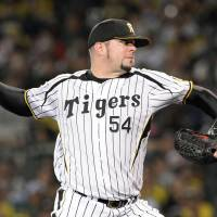 Night to remember: Tigers right-hander Randy Messenger pitched seven innings of two-run ball against the Hawks to earn the victory in Game 1. | KYODO