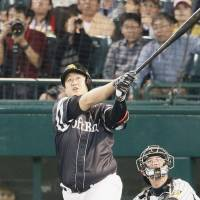 Admiring the view: The Hawks' Lee Dae-ho watches his fourth-inning solo home run leave the yard. | KYODO