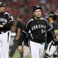 Disappointing finish: Tigers starting pitcher Randy Messenger and his teammates were handed their fourth straight loss in this year's Japan Series on Thursday. | KYODO