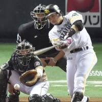 Banner performance: The Hawks' Nobuhiro Matsuda went 4-for-4 in Game 4 of the Pacific League Climax Series Final Stage on Saturday afternoon at Yafuoku Dome. Fukuoka Softbank defeated the Hokkaido Nippon Ham Fighters 5-2. | KYODO