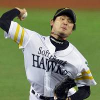 Good enough: Hawks starter Kenichi Nakata held the Fighters to two runs over five innings in Game 4. | KYODO