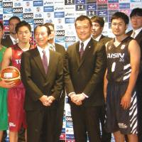 Changing leadership: NBL president Mitsuru Maruo (left) and chief operating officer Takashi Yamaya are seen at a news conference before the season tipped off earlier this month. Both men are leaving their current leadership positions at the NBL. | KAZ NAGATSUKA