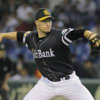Familiar face: Hawks right-hander Jason Standridge wore a Hanshin Tigers uniform for four seasons before joining his current club. For Fukuoka Softbank, he's the probable starter for Game 1 of the Japan Series on Saturday.  | KYODO