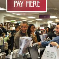 Book-buying Obama shows support for local business