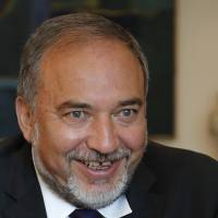 Israeli Foreign Minister Lieberman backs paying Arabs to leave