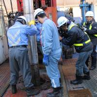Workers replace a drill bit at the CCS experiment site in Tomakomai, Hokkaido, on Oct. 30. | JAPAN CCS CO.
