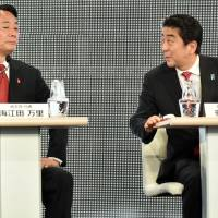 Opposition party leaders assail Abe over economic policies, collective self-defense in online debate