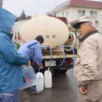 Residents of Hakuba, Nagano Prefecture, line up to get water from a water supply truck Tuesday, three days after a magnitude-6.7 earthquake struck. | KYODO