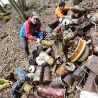 Heritage listing a wake-up call for taking charge of Mount Fuji cleanup