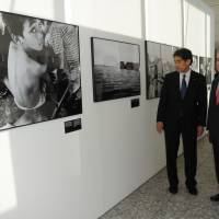 U.N. High Commissioner for Refugees Antonio Guterres (right) views 'Nowhere People,' a photo exhibition about stateless people, during a visit to a Lower House office building in Tokyo on Nov. 13. | SATOKO KAWASAKI