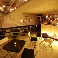 Upscale Tokyo bar Momo initially welcomed reviews on the Tebelog.com site, but now believes the constant scrutiny causes it harm. | BLOOMBERG