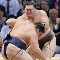 Hakuho ties Taiho's mark with 32nd title