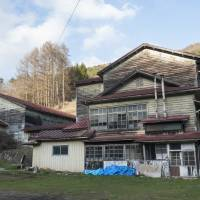 The exterior of an abandoned elementary school in the district of Suwa, Nagano Prefecture. | SKYE HOHMANN
