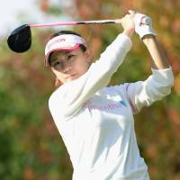 Pressel takes one-stroke lead at Mizuno Classic
