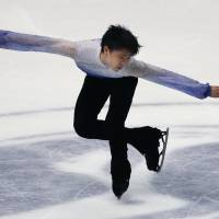 Hanyu struggles in short program at NHK Trophy