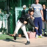 Rays outfielder Zobrist gets crash course in Japanese baseball culture