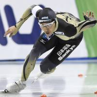 Speedskater Lee triumphs in women's 500 meters at season-opening World Cup meet