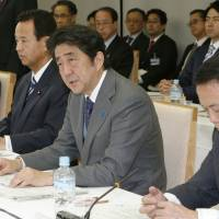 Abe vows to 'steadily achieve' fiscal reform goal in fiscal 2015