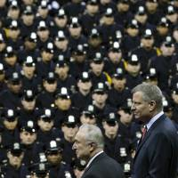New York mayor greeted by heckles at police ceremony