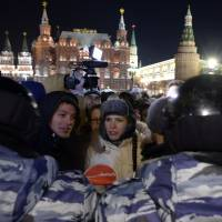 Thousands protest near Kremlin after top Putin critic, brother are arrested