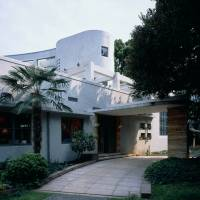 Private gateway: The entrance to the Hara Museum, a converted private home |  OSAMU WATANABE