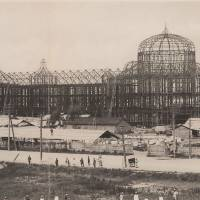 Humble beginnings: Construction work is carried out on Tokyo Station in 1911. | THE RAILWAY MUSEUM