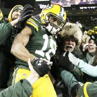 Packers put clamps on Lions to win NFC North title