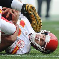 Chiefs lose Smith to lacerated spleen