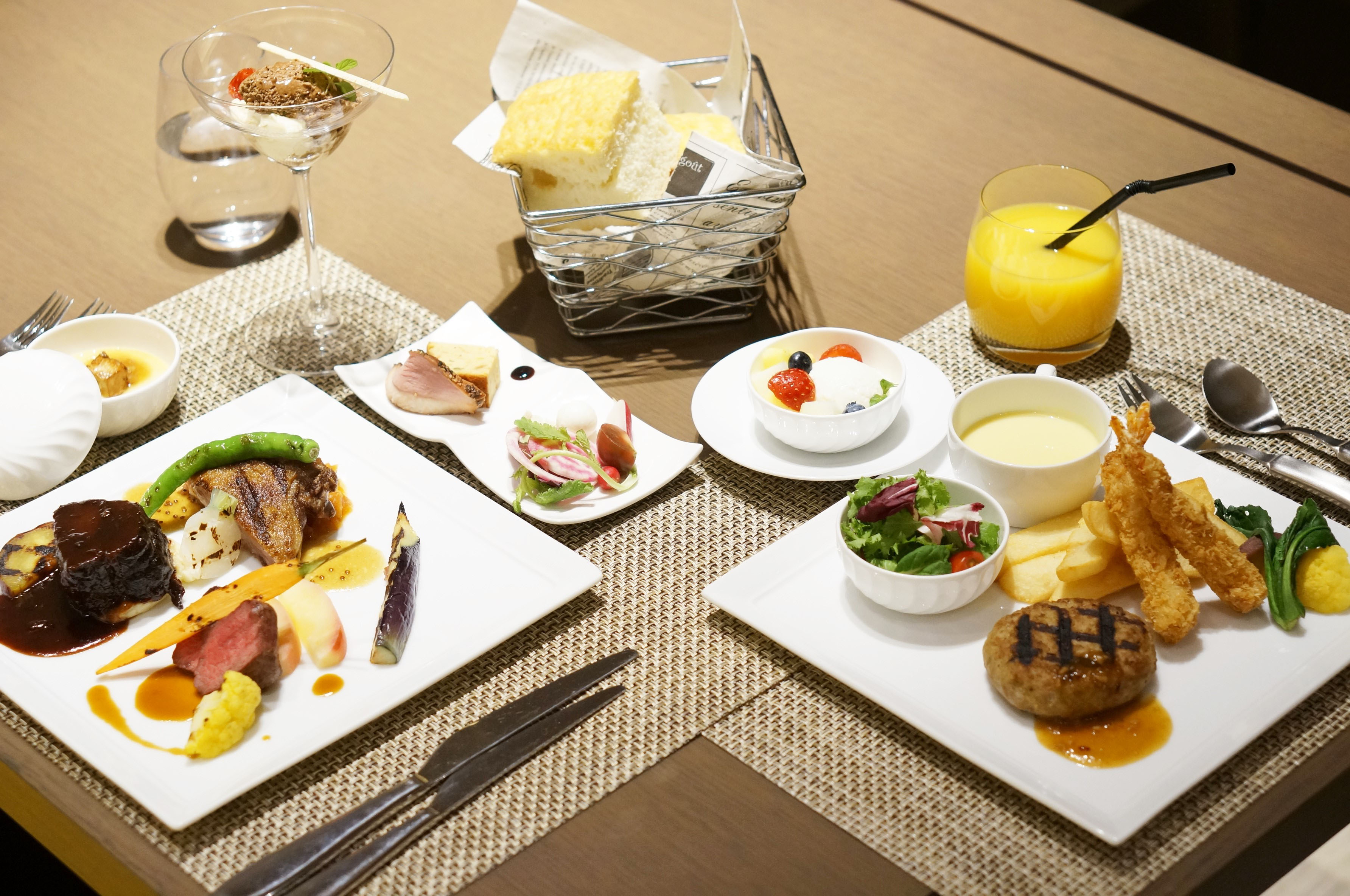 Upscale eats: An adult and children's meal at Lounge & Dining G makes for a great holiday experience for the family. | MAI HAYASHI
