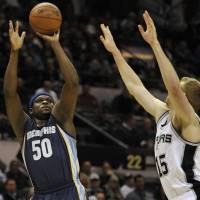 Grizzlies blow 23-point lead, hold off Spurs for 3OT victory