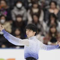 Two-time defending champion Hanyu triumphs in short program