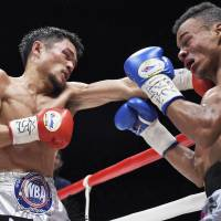 Honors even: Champion Kohei Kono lands a punch on Norberto Jiminez of the Dominican Republic during their WBA super flyweight title fight on Wednesday.