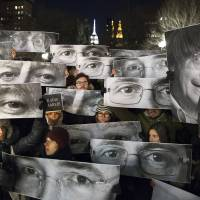 'Je Suis Charlie' goes viral: Mass rallies held for French massacre victims