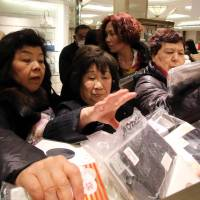 Competition is fierce as shopper ransack a Tokyo department store on Jan. 2.   | AFP-JIJI