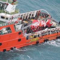 Divers find both black boxes from AirAsia jet