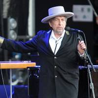 Bob Dylan, 'wise' at 73, gives album free to seniors