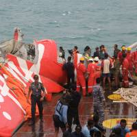 Indonesia military pulls out of AirAsia recovery effort