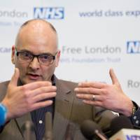 Top U.K. doctor: Ebola screening should be improved