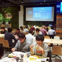 Yahoo Japan Corp. employees have lunch in the company's cafeteria in Minato Ward, Tokyo. In May, the company started offering its ¥500 lunch for free on certain days if the company achieves its profit goals for the previous quarter. | KYODO