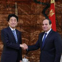 Prime Minister Shinzo Abe and Egyptian President Abdel-Fattah el-Sissi pose for a photograph prior to their meeting in Cairo on Saturday. | AP